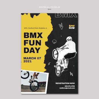 Pionowy szablon plakatu do jazdy na rowerze bmx z człowiekiem i rowerem