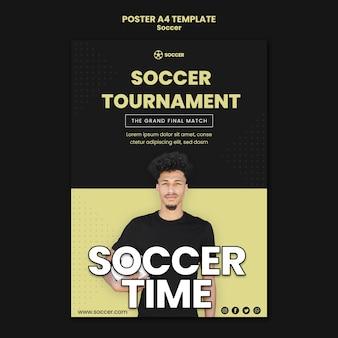 Pionowy szablon plakatu do piłki nożnej z męskim graczem