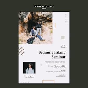Pionowy szablon plakatu do uprawiania turystyki pieszej w przyrodzie