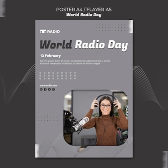 Pionowy szablon plakatu na światowy dzień radia z kobietą