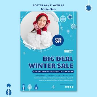 Pionowy szablon plakatu na zimową wyprzedaż