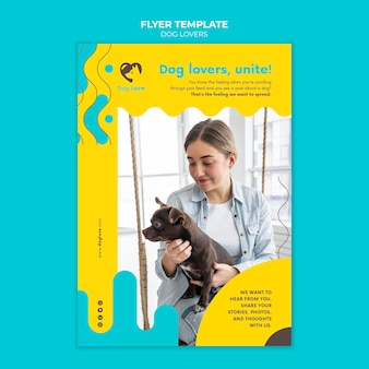 Pionowy szablon ulotki dla miłośników psów z właścicielką
