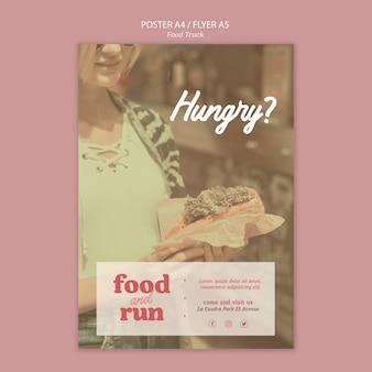Plakat szablonu reklamy ciężarówki z jedzeniem
