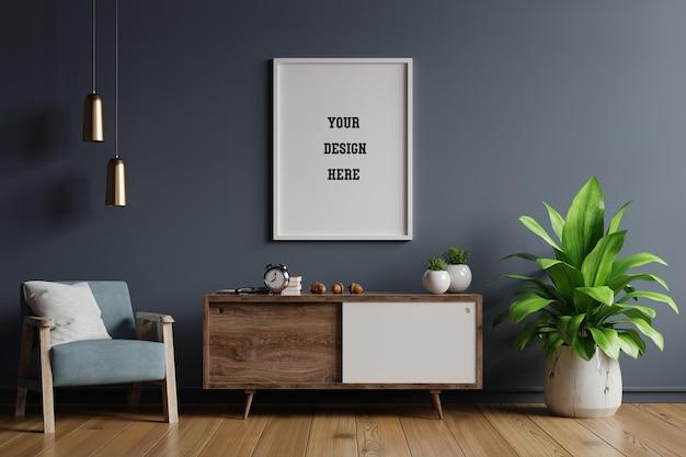 Plakatowa makieta z pionowymi ramkami na pustej ciemnej ścianie we wnętrzu salonu