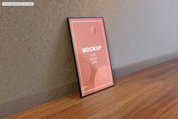 Plakatowe makiety ramki na zdjęcia na drewnianej podłodze