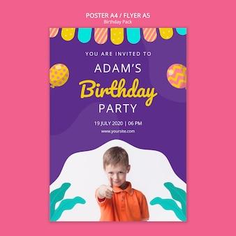 Plakatowy szablon z pojęciem przyjęcia urodzinowego