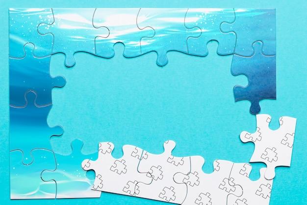 Płaska dekoracja z niekompletnymi puzzlami