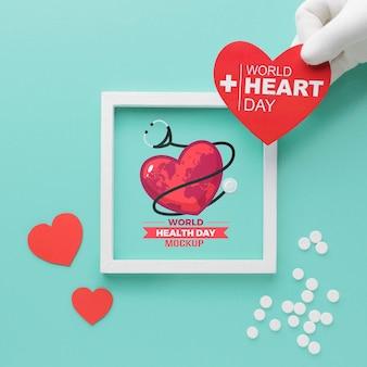Płaska makieta i serce na światowy dzień zdrowia