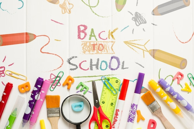 Płaska rama z przyborów szkolnych