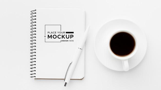 Płaskie ukształtowanie makiety koncepcji biurka