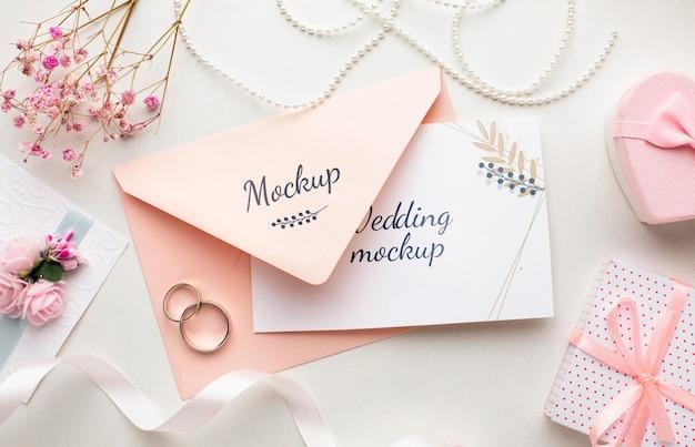 Płaskie ukształtowanie makiety koncepcji pięknego ślubu