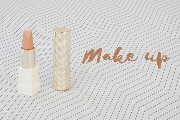 Płaskie ukształtowanie makiety nagiej szminki