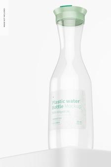 Plastikowa butelka na wodę z makietą na zawiasach, niski kąt widzenia