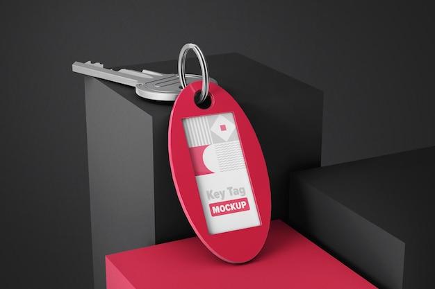 Plastikowa etykieta z kluczową makietą