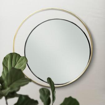 Podwójne lustro na beżowej ścianie z makietą liści figowych w kształcie skrzypiec