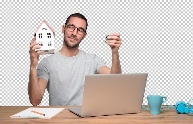 Pojęcie młody człowiek oferuje nowego dom