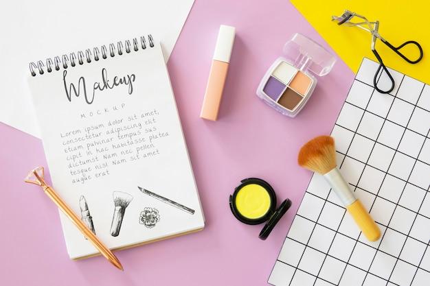 Pojęcie piękna z produktami do makijażu