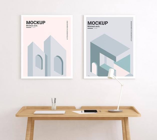 Pokój artysty z minimalnymi makietami plakatów