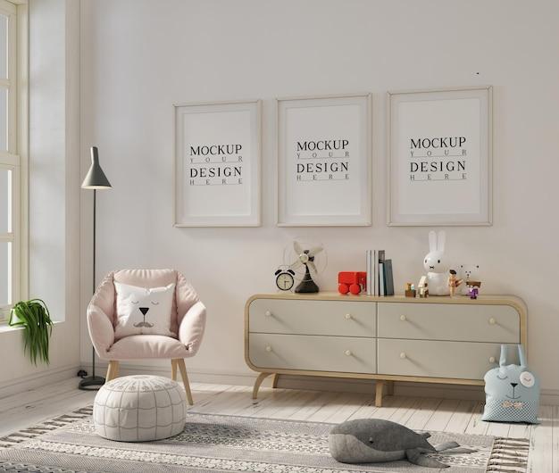 Pokój dziecięcy z ramą plakatową makiety i fotelem