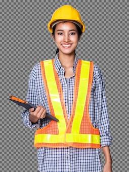 Pół ciała 20s asian architect inżynier kobiety w żółtym kasku, bezpieczeństwo ogromne reflektor, odizolowane. opalona skóra pracownika używa cyfrowego tabletu, aby sprawdzić plan budowy, studio białe tło