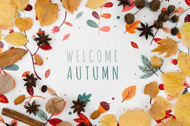 Powitanie jesieni napis w otoczeniu kolorowych liści
