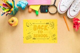 Powrót do szkoły makieta z żółtym papierze