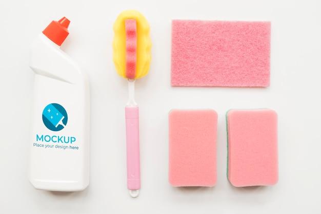 Powyżej widać butelkę z detergentem i gąbki