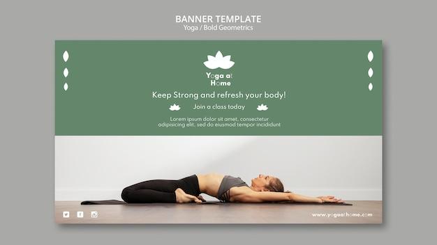 Poziomy baner z kobietą uprawiającą jogę