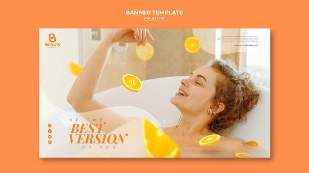 Poziomy szablon transparentu do pielęgnacji skóry w domu spa z plastrami kobiety i pomarańczy