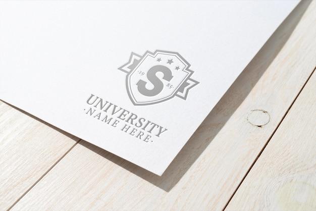 Prezentacja logo na fakturze papieru
