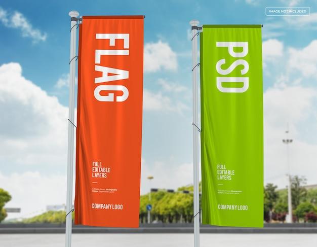 Projekt makieta dwóch pionowych flag na ulicy