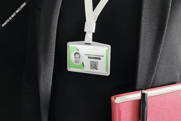Projekt makieta karty tożsamości odznaka na białym tle