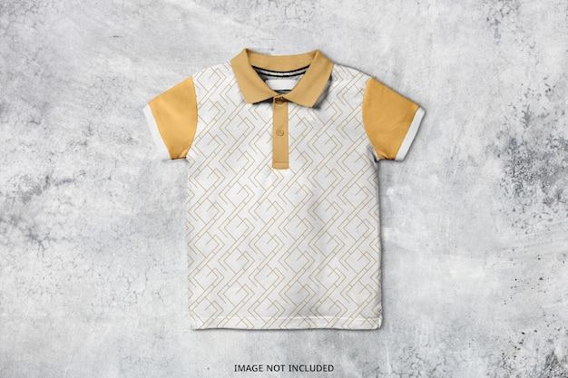 Projekt makieta koszulki polo dla dzieci na białym tle