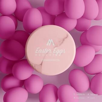 Projekt makieta pisanka na białym tle na różowym tle