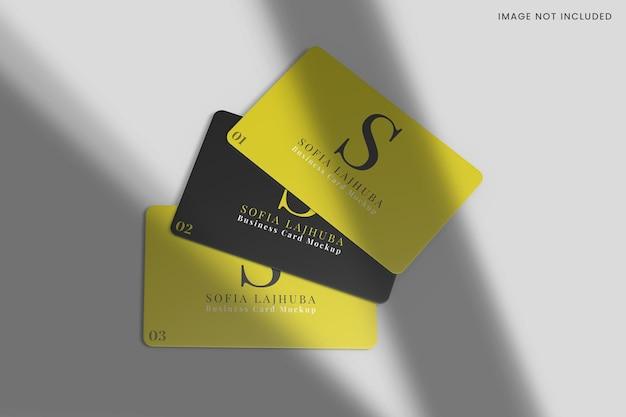Projekt makieta trzech kart biznesowych na białym tle