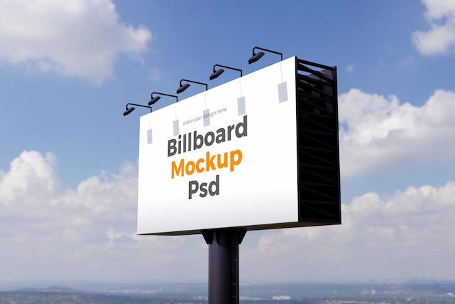 projekt makiety billboardu na tle chmur