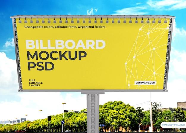 Projekt makiety billboardu na tle nieba