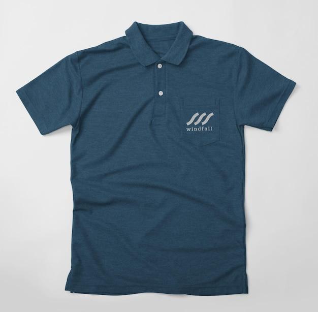 Projekt makiety koszulki polo na białym tle z kieszenią