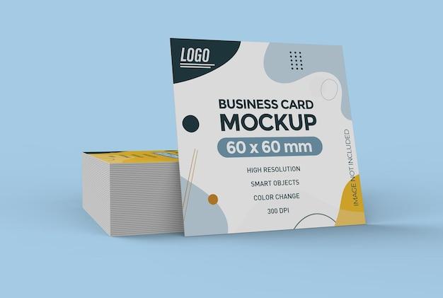 Projekt makiety kwadratowych płaskich wizytówek na białym tle