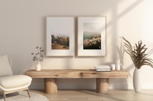 Projekt makiety ramek na ścianie z drewnianym stołem w renderowaniu 3d