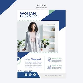 Projekt ulotki dla szablonu kobieta biznesu