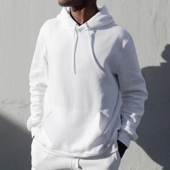 Prosta biała makieta z kapturem psd wygodnie sportowa odzież męska