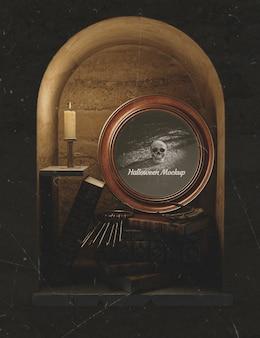 Przestrzeń w ścianie wypełniona gotyckimi elementami halloweenowymi