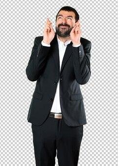 Przystojny biznesmen z jego palców krzyżować