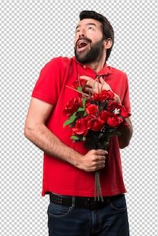 Przystojny mężczyzna trzyma kwiaty w miłości