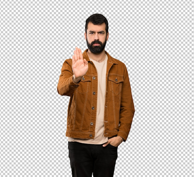 Przystojny mężczyzna z brodą robi przerwie gestykulować