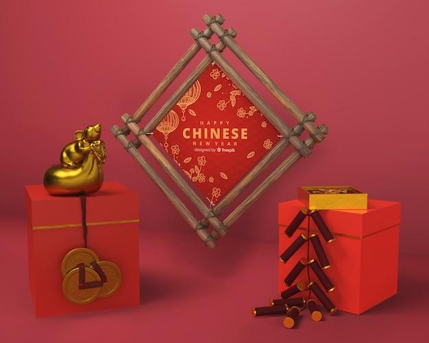 Pudełka na prezenty i drewniana rama na nowy rok