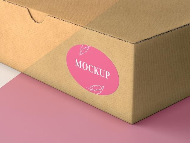 Pudełko kartonowe z makietą naklejki