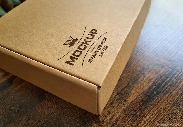Pudełko kartonowe z nadrukowanym logo mockup