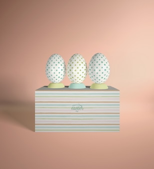 Pudełko kątowe z jajkami umieszczonymi na górze